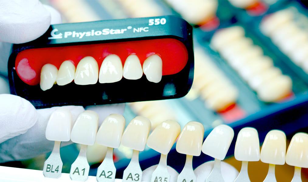 Какие задачи решает художественная реставрация зубов?